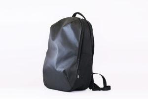 【レビュー】『Aer Day Pack』ミニマルデザインと豊富な収納ポケットが完備されたバックパック